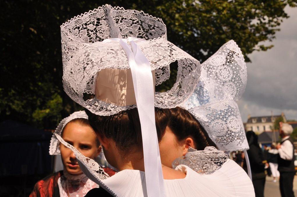 Fête des  Brodeuses 2012 à Pont-l'Abbé. Costumes, concours, danseurs, sonneurs, bagadoù...