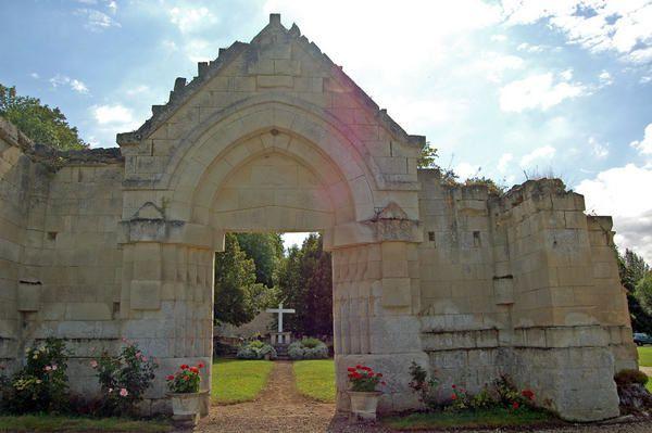 Maison Mère de l'Ordre de la Trinité, Cerfroid (commune de Brumetz (02) devenue Maison de la TrinitéOrdre fondé en 1198 par St Jean de Matha en vue de sauver les captifsDes Trinitaires, soeurs, frères, laïcs accueillent seule ou en groupe t