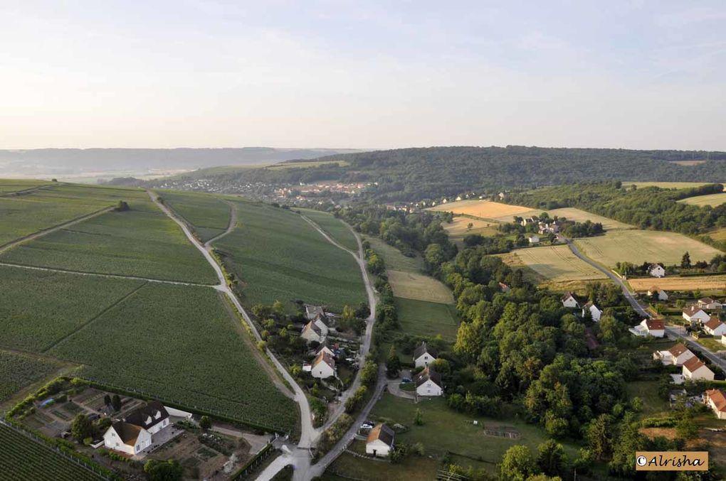 En ce dimanche après-midi 27 septembre 2009 sur l'ancien terrain d'aviation derrière l'Espace Claude Parisot, baptêmes de montgolfières.Puis en ce 26 juin 2010 vol en montgolfière au départ du Monument Américain de Belleau.
