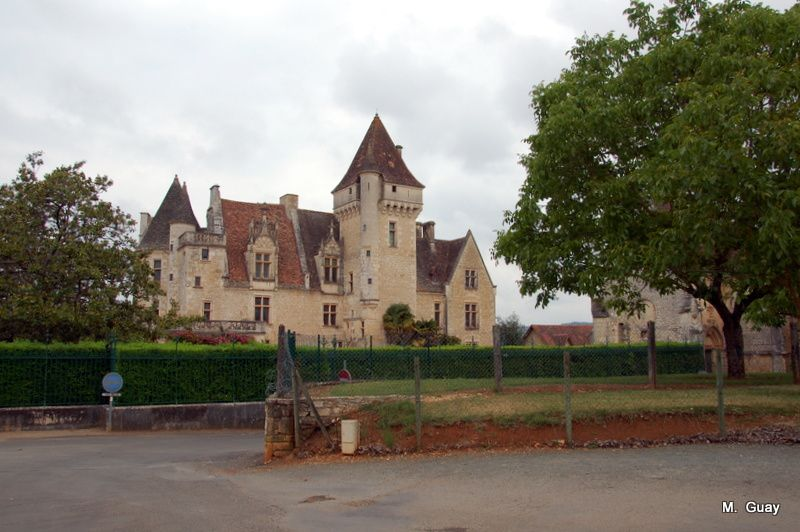 """Le château des Milandes en Périgord Noir célèbre pour avoir accueilli comme propriétaire Joséphine Baker et sa tribu """"Arc-en-ciel"""" d'enfants adoptés."""