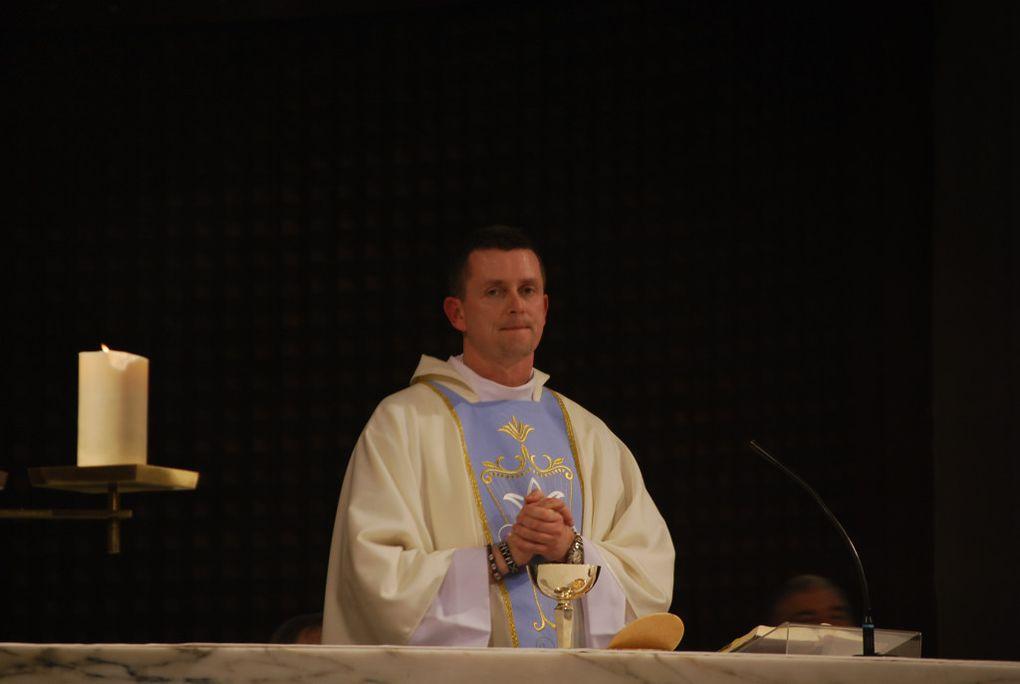 Fête de la Chaire de St Pierre en ce mardi gras 2012, présidée Jozef Hutta, jeune prêtre ordonné en juin dernier, et en présence de tous les prêtres et diacres de la paroisse. La messe, avec les enfants du catéchisme, donc 2 qui ont demandé