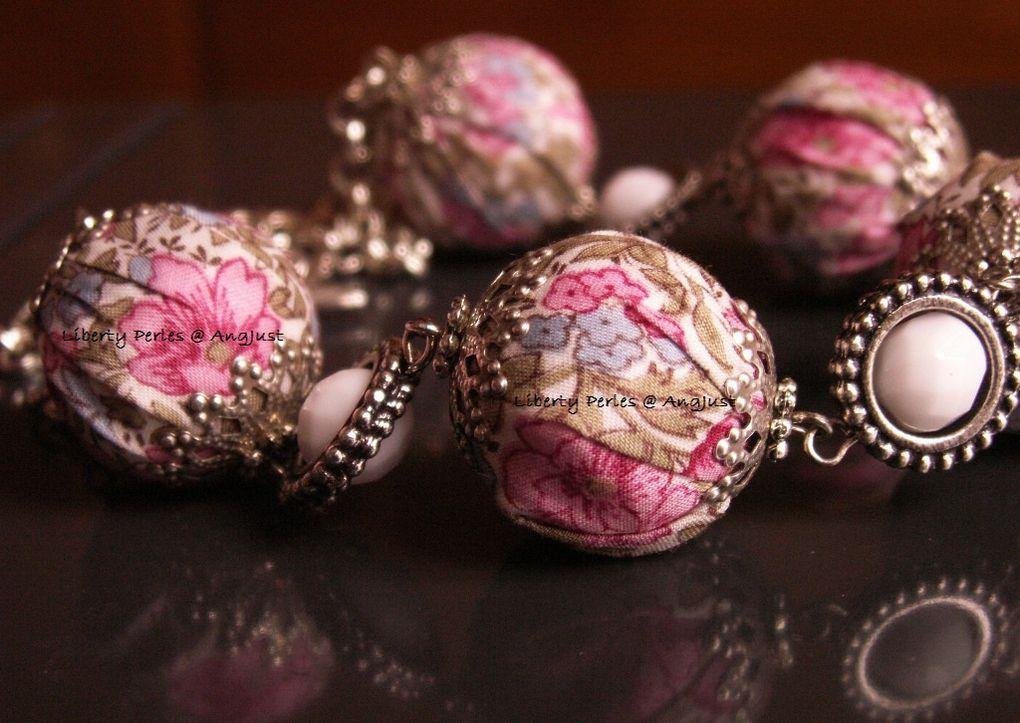 Création unique en véritable tissu LIBERTY OF LONDON.Les perles en tissu sont faites maison.DISPONIBLE