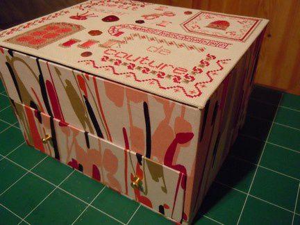 boites et objets en cartonnage brodé