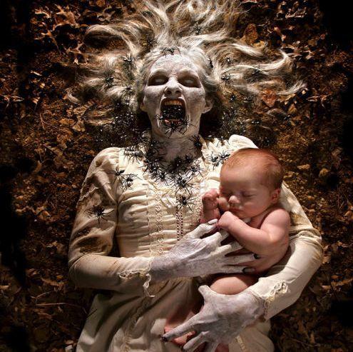Enfant du cinéma gore, J.H. recrée de façon saisissante les visions d'horreur de ses pires cauchemars, rendus universels par le jeu de l'inconscient collectif (cher à Jung) en matière d'épouvante. Flippant, glauquissime et ludique !