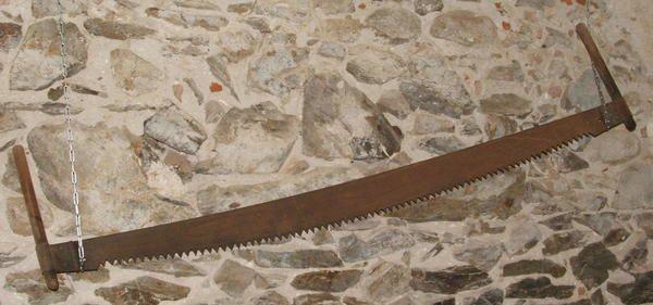 Voici une sélection des vieux outils du menuisier présentés ici .