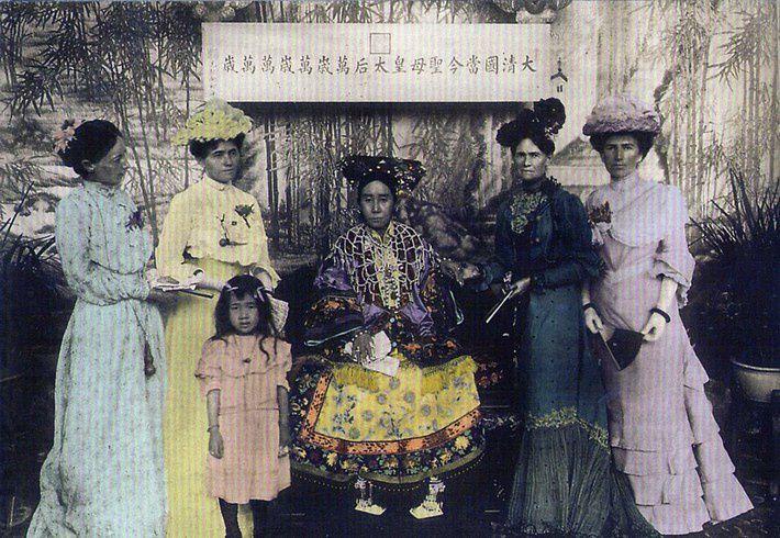 Une série de 12 cartes postales chinoises