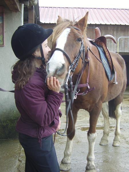 la monte en amazone sous toutes ses facettes, cheval, équitation en amazone, selle d'amazone, costume et tenue d'amazone, reprises, initiations à la monte en amazone, stage d'équitation en amazone , démonstration de monte en amazone, dressage, sa