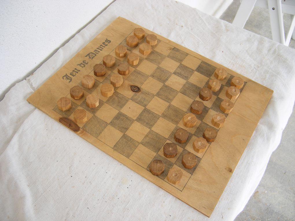 Reproduction de jeux en bois du Moyen-Age