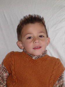 Voici une collection de pulls tricotés pour mes 3 petits princes de petits-fils !