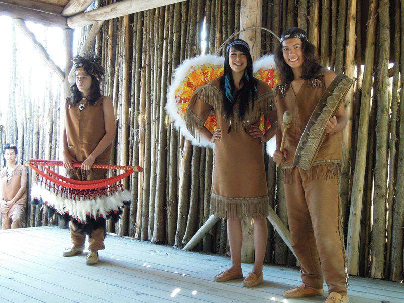 un village reconstitué des amérindiens Hurons au Canada