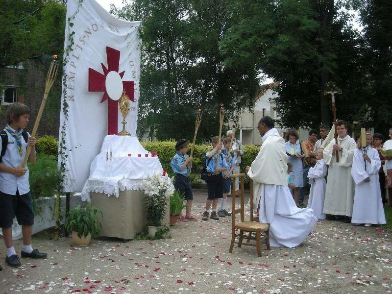 Album - Fête-Dieu-à-Deuil-la-Barre-procession