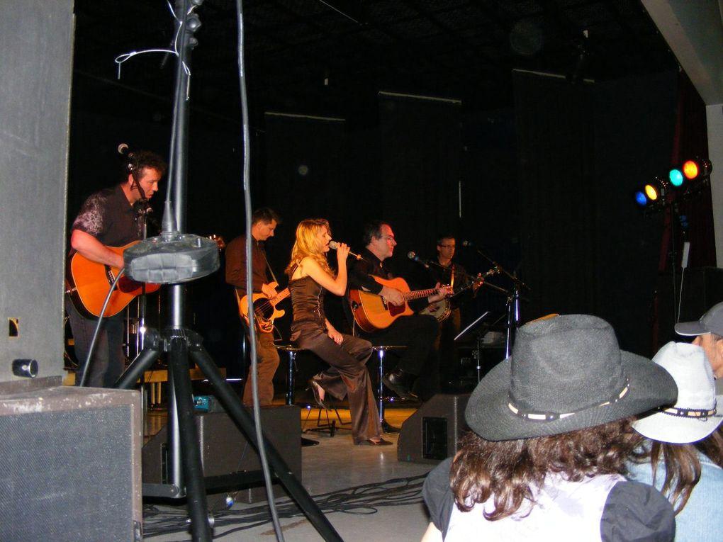Le western day affichait complet pour le concert du soir avec un hommage à George Strait du groupe Hat Trick.L'après midi excellente découverte avec Tenessee Stud avec en 1h30 de concert du bluegrass, western swing et honky tonk teinté de blues