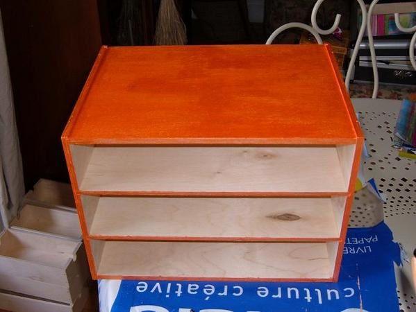 Plutôt que de chercher un meuble pour tous vos ptits trucs, je vous conseille comme moi d'en créer un !!! Ca va plus vite...