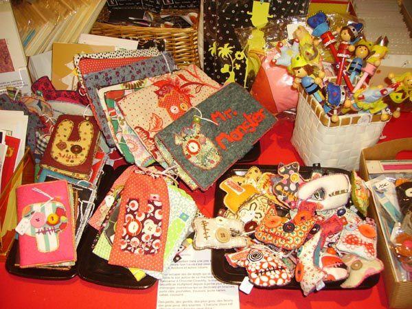 Réinventez Noël : une bien jolie exposition rassemblant 20 créateurs, artistes et artisans proposant des pièces uniques ou des petites séries de bijoux, sacs, chapeaux, bonnets, jeux, jouets, déguisements, luminaires, etc