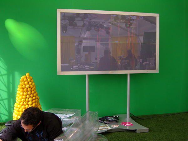 En partenariat avec le festival international du film américain de Deauville, Art and You propose une sélection d'oeuvres d'art contemporain et une exposition numérique dans l'espace lounge, du 5 au 14 septembre 2008.
