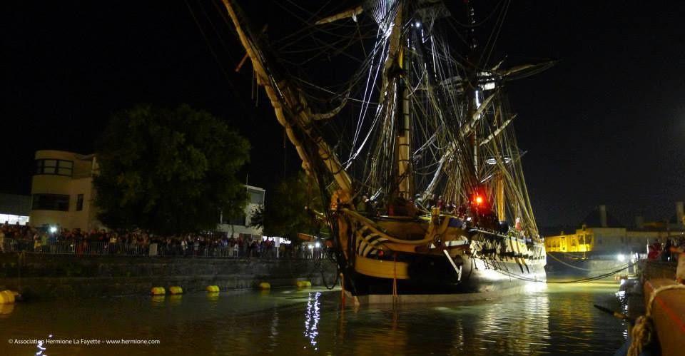 Dimanche 7 septembre 2014, l'Hermione quitte le port de Rochefort pour la 1ère fois. Direction l'ile d'Aix pour 2 mois d'essai en pleine mer avant le grand départ pour les Amériques