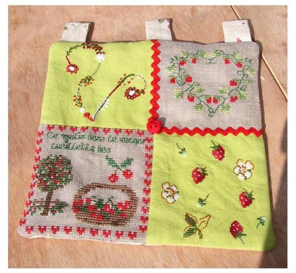 échange de petits coussins brodés lors de notre réunion de rentrée de septembre 2008mais aussi, échange de cadeaux de février 2009et de mars 2010et de l'été 2010