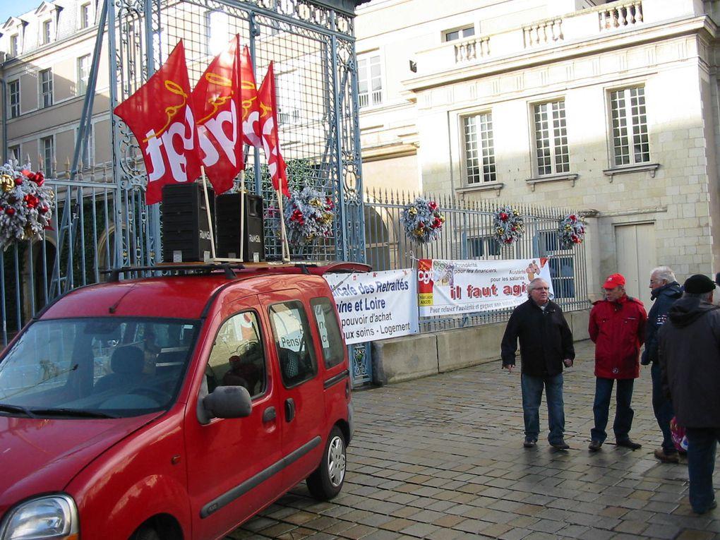Rassemblement du 13 décembre 2011 devant la préfecture d'Angers.350 manifestants.