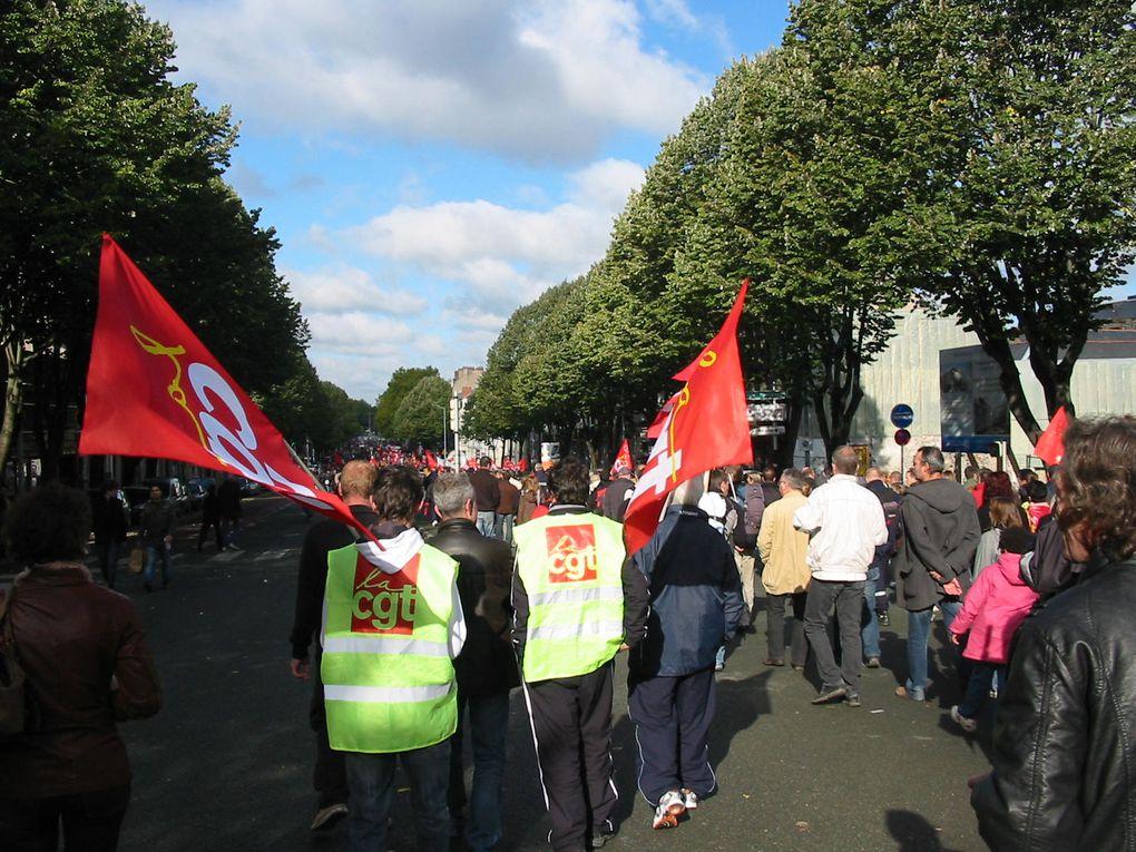 Manifestation à Angers le 16 octobre 2010 contre le projet de réforme des retraites du gouvernement.