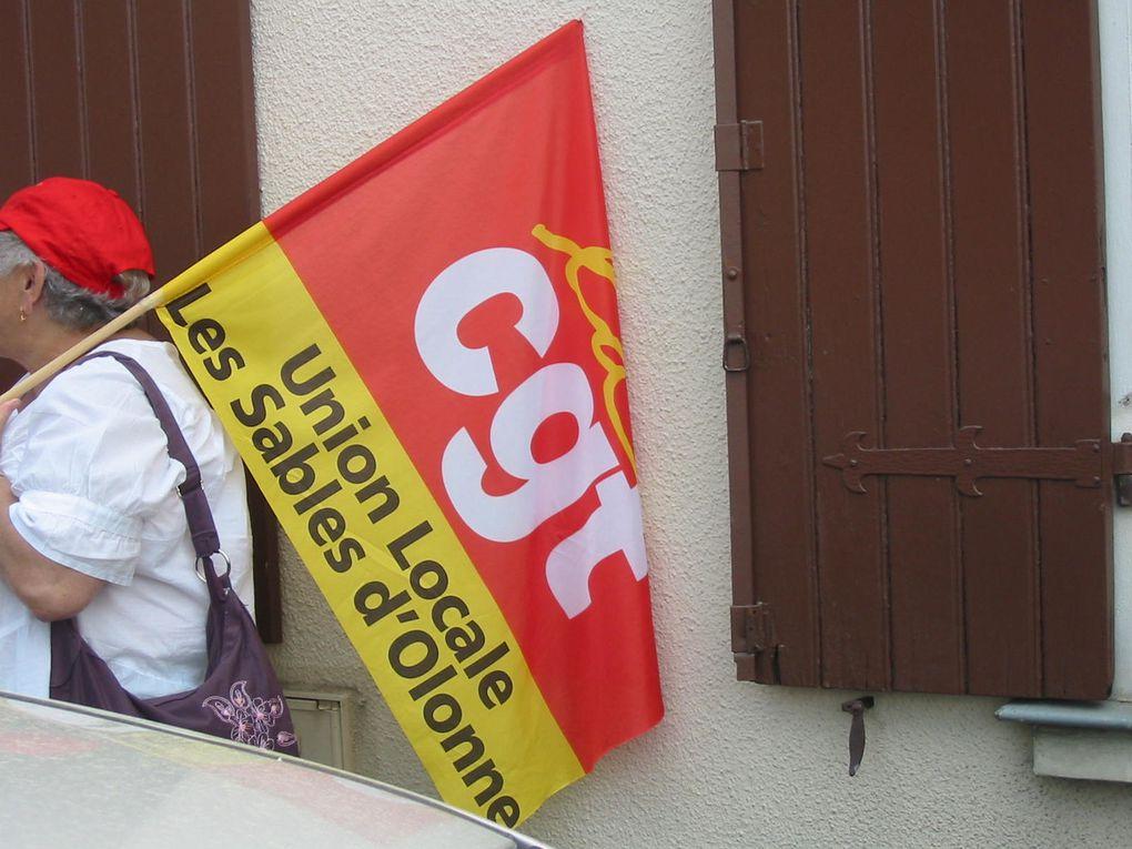 """Rassemblement du 18 avril 2011 à Andard pour dénoncer le projet """"dépendance"""" du gouvernement.Près de 300 personnes."""