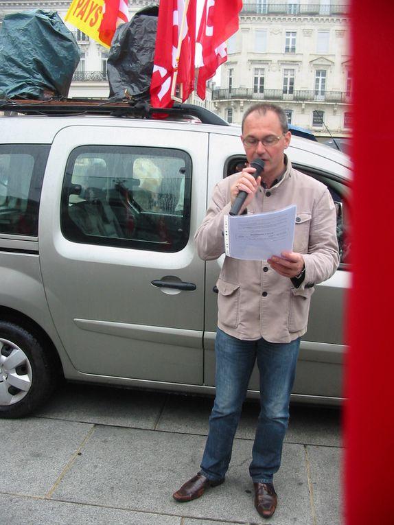 Manifestation du 1er mai 2013 à Angers. Prise de parole des secrétaires de l'UD et de l'UL.Environ 500 participants.