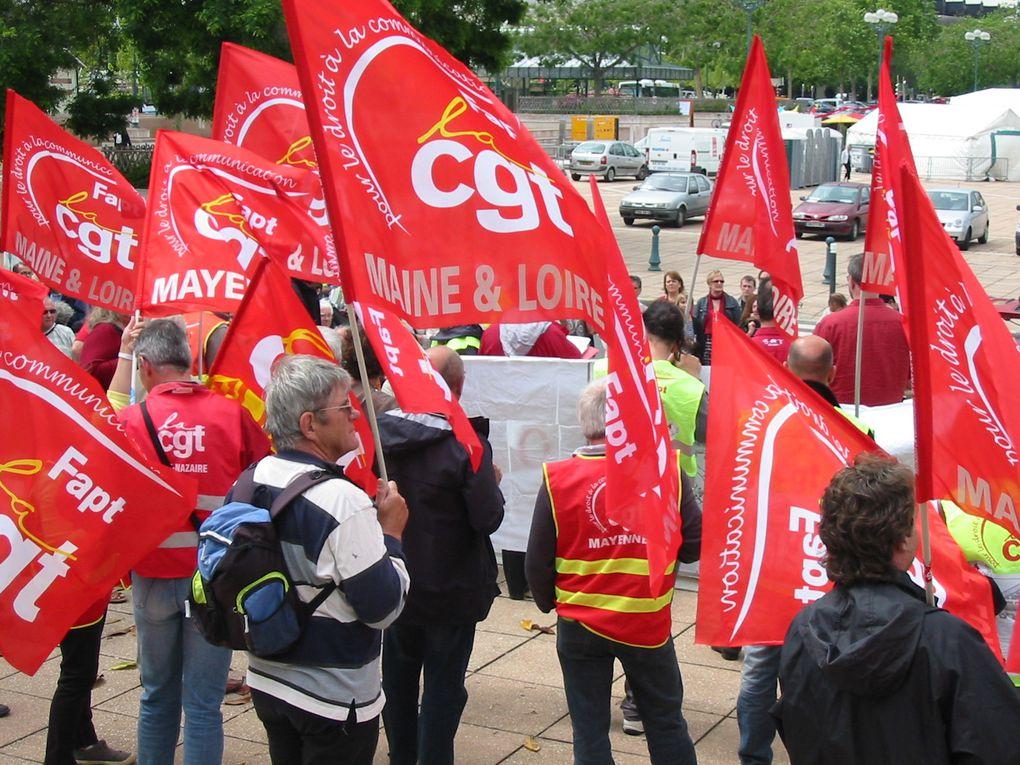 Rassemblement de soutien au palis de justice d'Angers pour Dominique Feuvrais syndicaliste Fapt-Cgt.