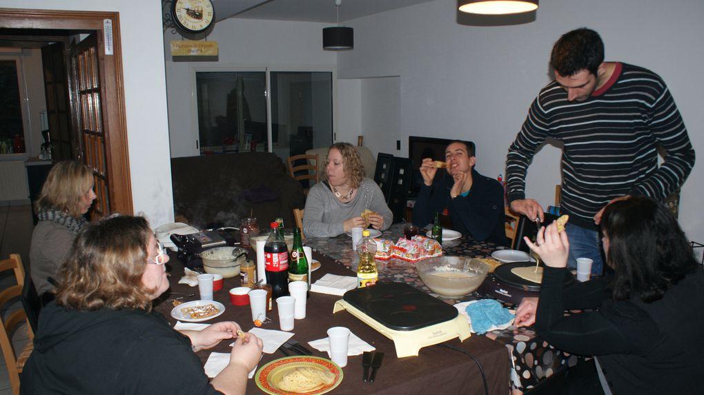 Chez Vivi et Jé&#x3B; des crêpes, des gaufres, des cadeaux des cadeaux des cadeaux, du mime du mime du mime! ^^