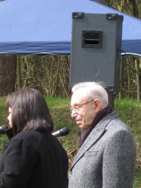 Die Fotos zeigen Mark Tilewitsch, ehem. Rotarmist und einer der weinigen Überlebenden des Kriegsgefangenenlagers Wietzendorf, des Arbeitslagers Meinkingsburg, des Straflagers Kirchdorf und des KZ Sachsenhausen  am 13.4.08 bei den Gedenkfeiern im KZ