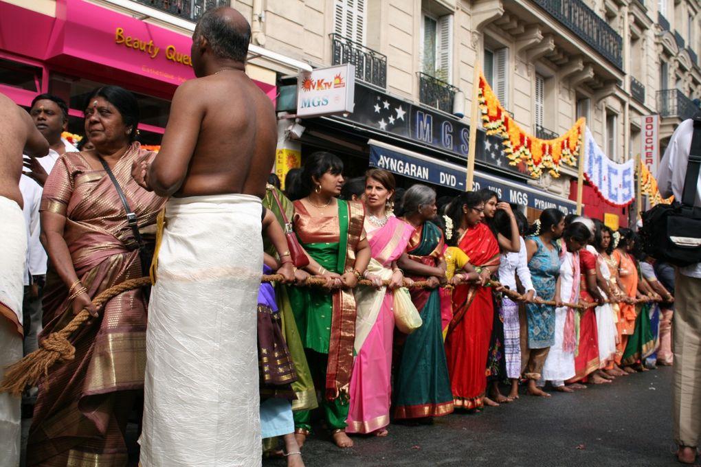 Deux jours après mon retour d'Inde, j'apprends que cette fête à lieu tous les ans à Paris et dans d'autres capitale du Monde (New York, Londres etc...). Une occasion pour moi d'atterrir en douceur sur le sol français profitant de ces derniers mo