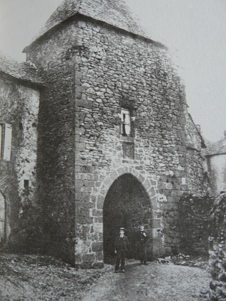 Place de Salers à l'époque de la Halle