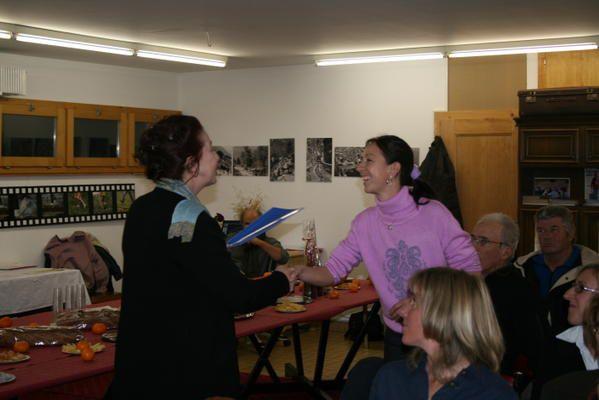 Soirée de clôture de parcoursArianna : mise en place de la salle, remise des attestations aux participantes et présentation des projets à la presse.