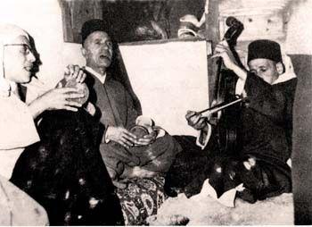 Mohamed Ghali El Fassi, est né en 1908 à Fès, fils de Abdelouahed El Fassi, est un homme d'état marocain. Il a été ministre de l'Éducation Nationale et des Beaux Arts au Maroc sous le Gouvernement Bekkay Ben M'barek Lahbil (1955-1958).