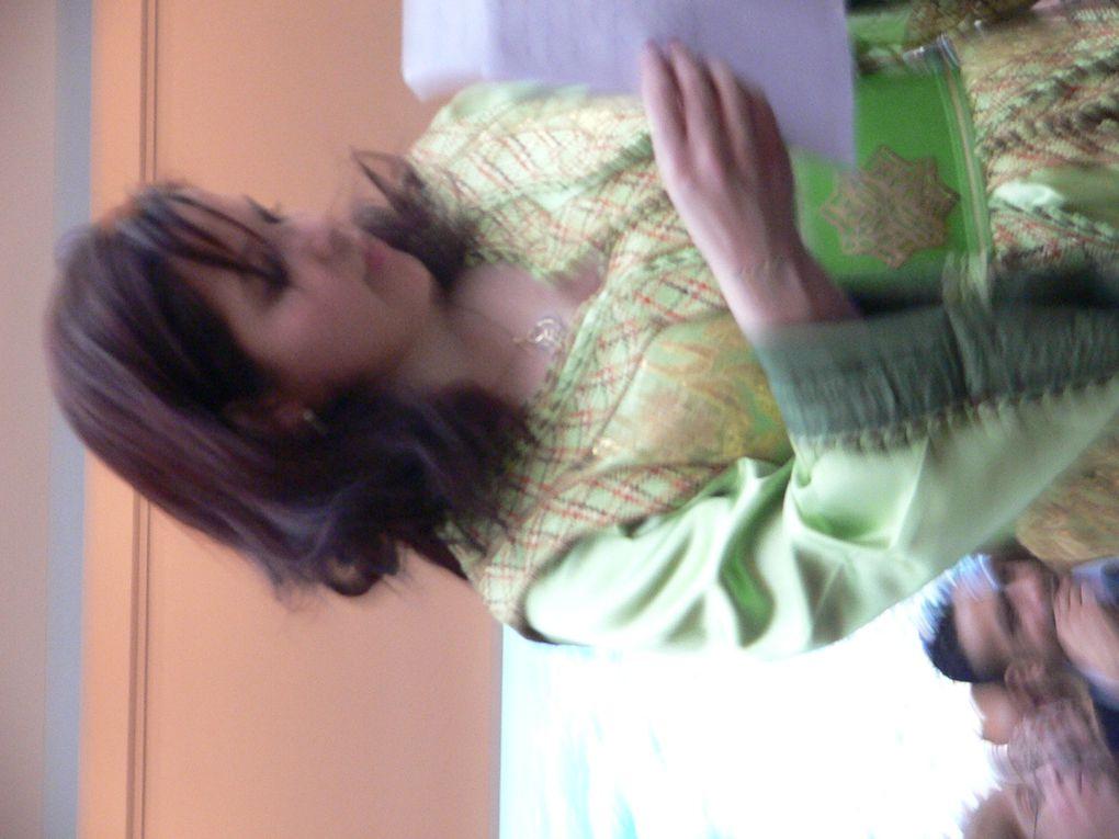 sanaa marahati - souvenir de Bruxelles - 11-12 avril 2009Daarkom festivalSanaa Marahati (en arabe: سناء مرحتي) est une jeune et brillante interprète de malhoun marocaine, vivant et travaillant à Casablanca. [modifier]Biographie e