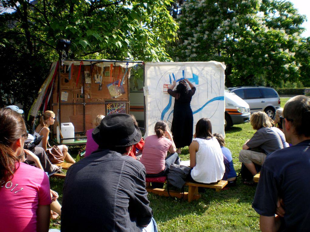 """performance et spectacle """"La Caravane passe"""", lors du Theatre European Regions Festival"""