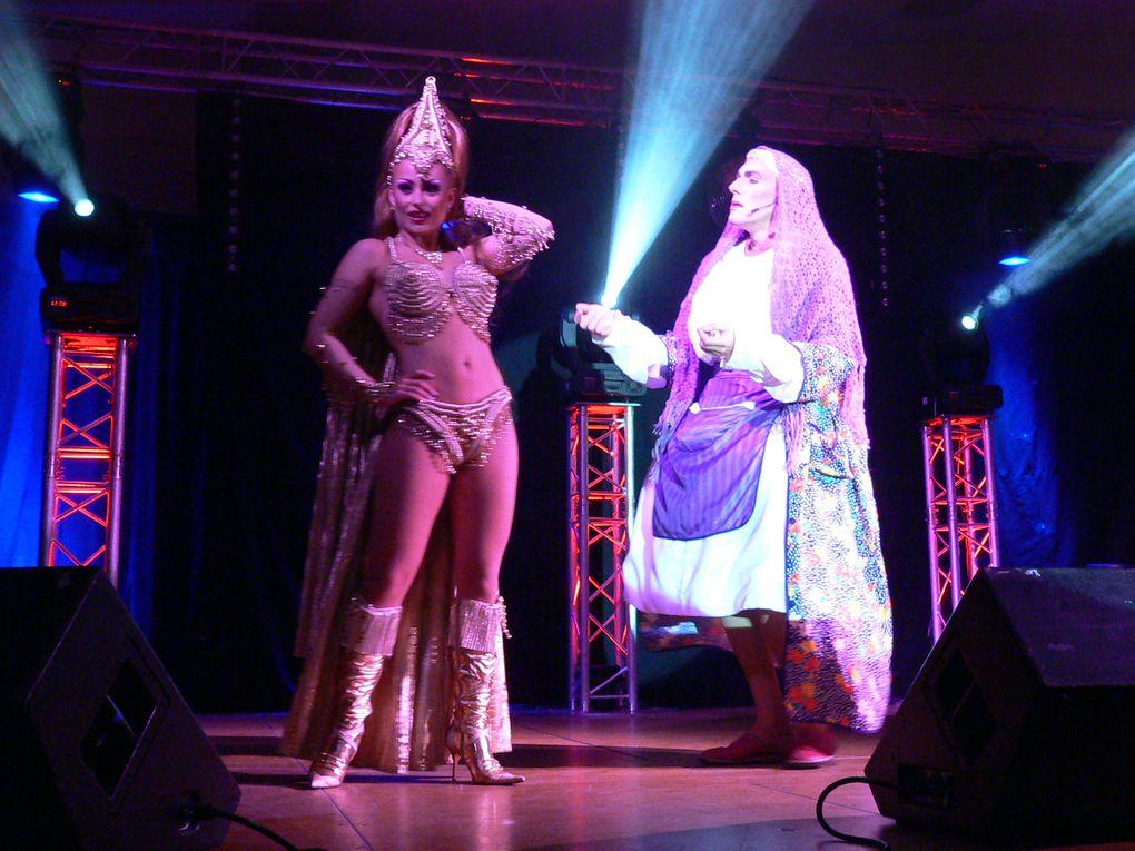 La troupe du P'tit Baltar sur la scène à Feuquières en Vimeu....