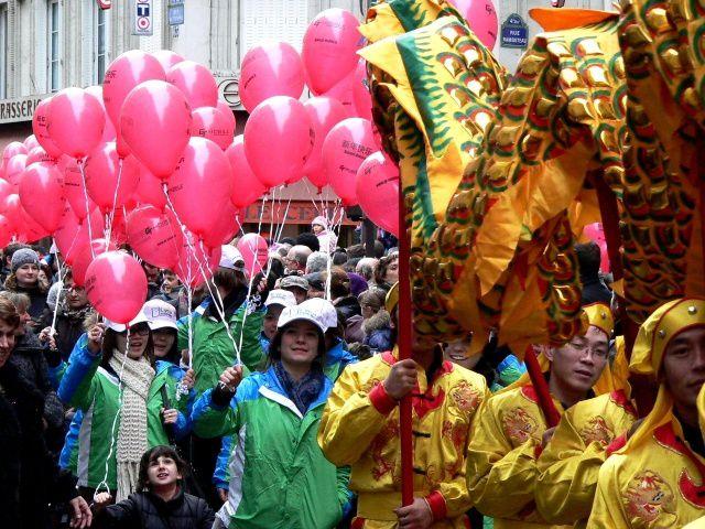Le défilé pour l'année du dragon à Paris-Hôtel de Ville 2012