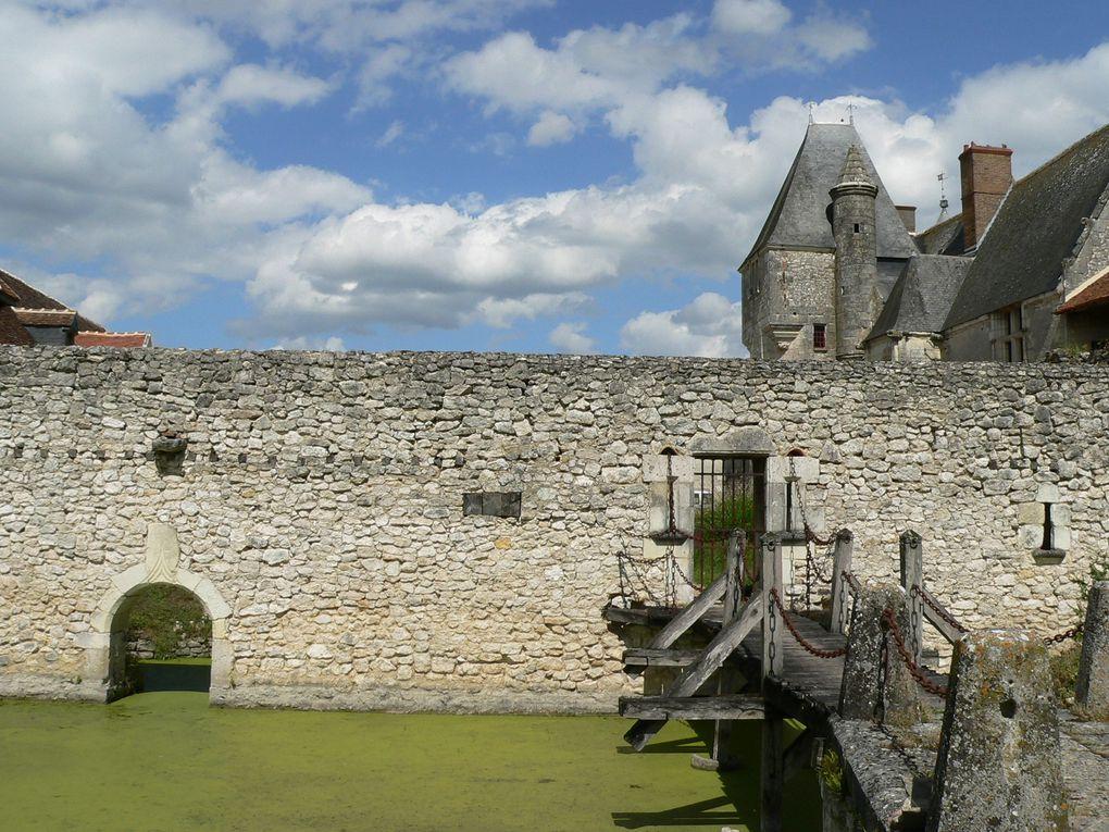 Le château médiéval et renaissance de Chémery au sud de Blois.