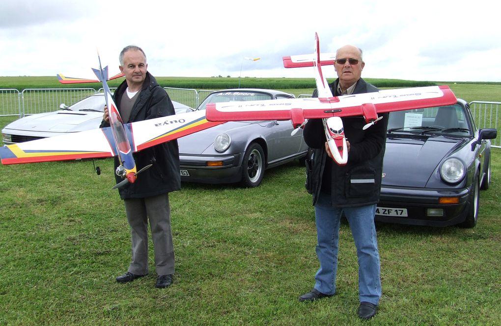 L'Aéroclub angérien a fêté son début de saison samedi 16 et dimanche 17 mai en ouvrant les portes de l'aérodrome à tous, avec des vols d'initiation en avion, des vols en paramoteur et des démonstrations de modèles réduits.