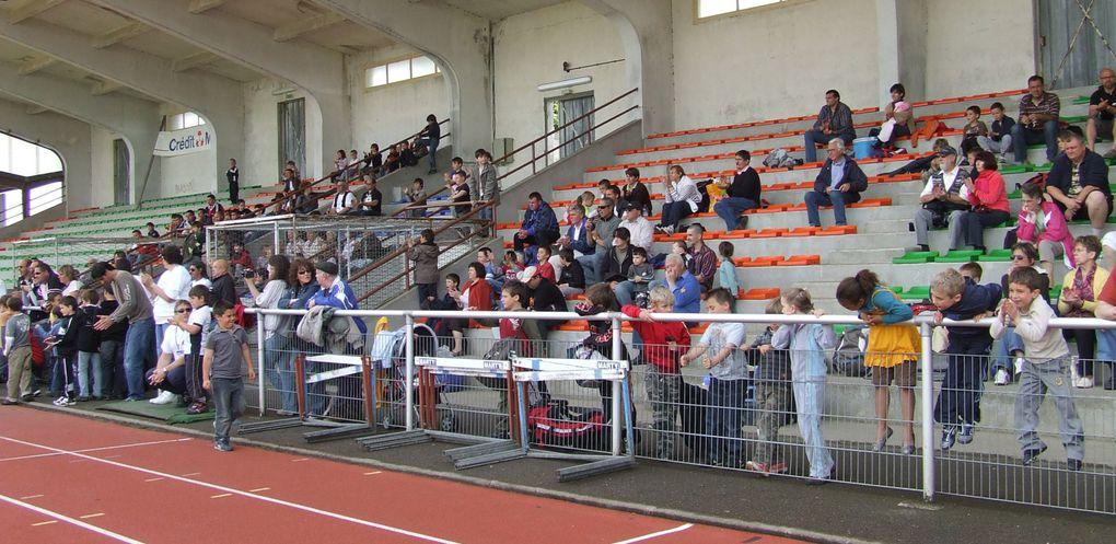 Voir article http://angely.over-blog.com/article-31388249.html7 clubs territoriaux et 110 enfants de -de 7 ans et b- de 9 ans étaient présents le 9 mai 2009 au Challenge du Souvenir Roger Bineau