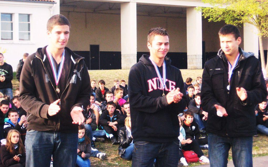 300 élèves ont participé au 40e cross annuel du lycée professionnel Blaise-Pascal, à l'intérieur de l'établissement, jeudi 21 octobre 2010.