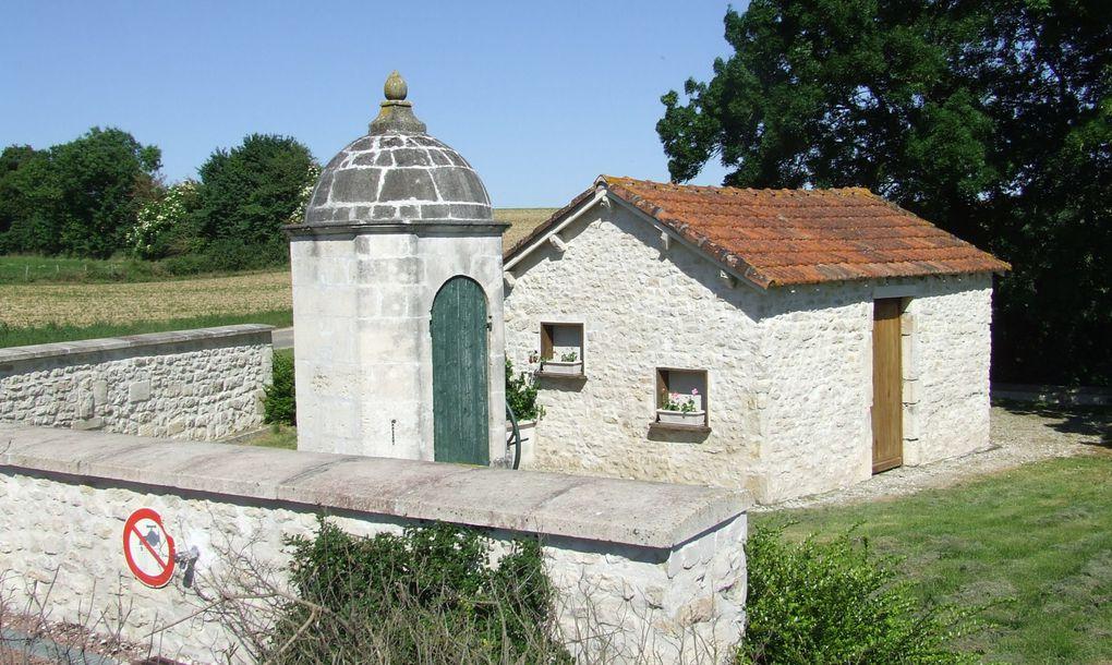 """""""La Boîte à couture"""", atelier de l'association """"Les deux fontaines"""" a fait son exposition de patchworks sur le thème de la maison dans l'église de La Benâte, les 30 et 31 mai 2009."""