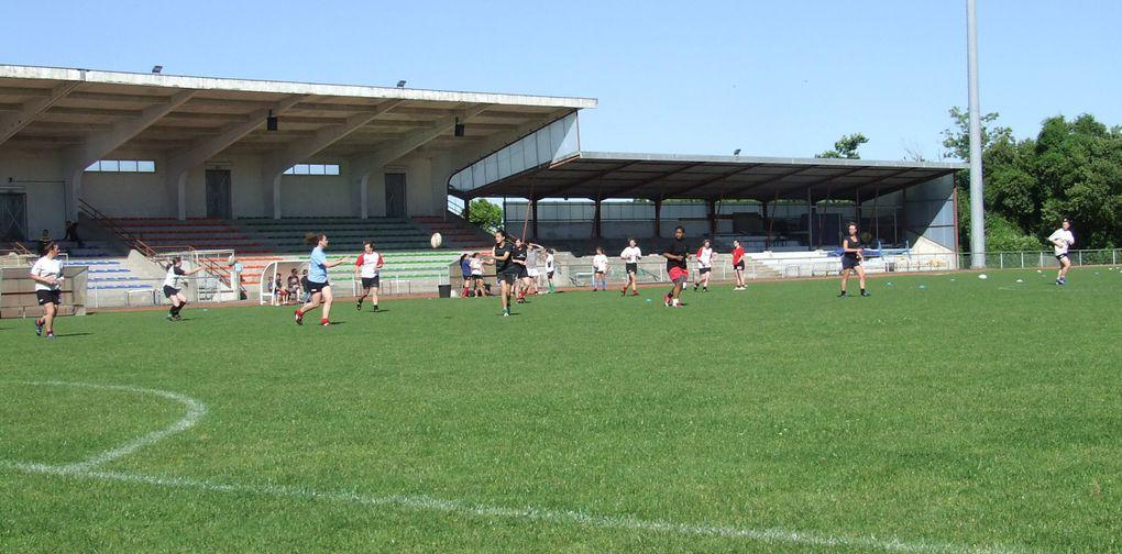 L'équipe féminine du Stade Rennais Rugby s'est entraînée samedi 30 mai 2009 à Saint-Jean-d'Angély, car elle jouait le lendemain à Toulouse contre La Valette. Dans l'équipe : Magda, une angérienne qui est en Pôle Espoir à Rennes
