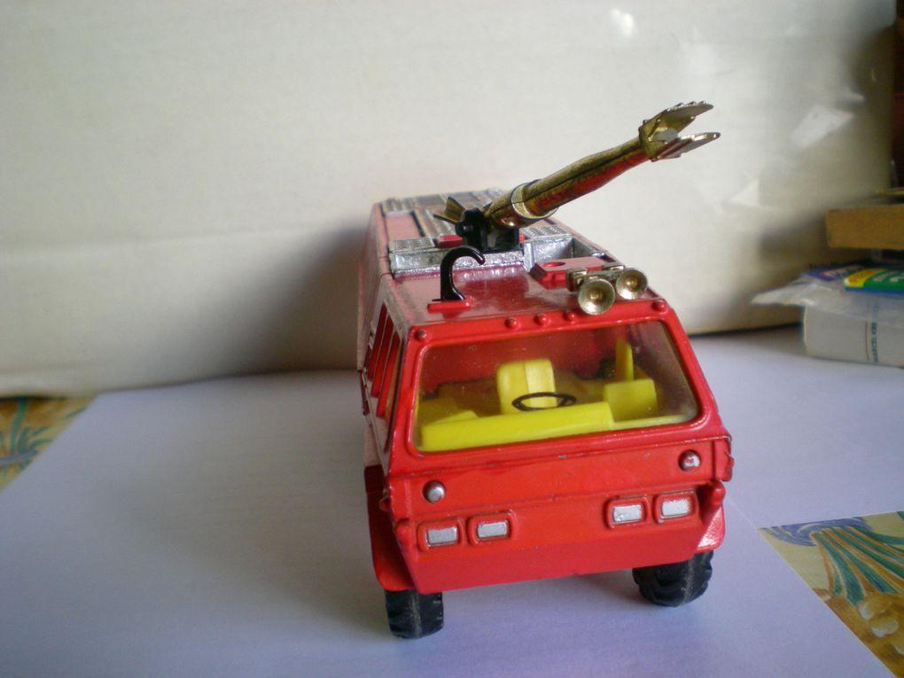 """Du lourd! Un camion d'intervention""""Airport-Crash"""".La lance à eau et les sirènes fonctionnent réellement!"""