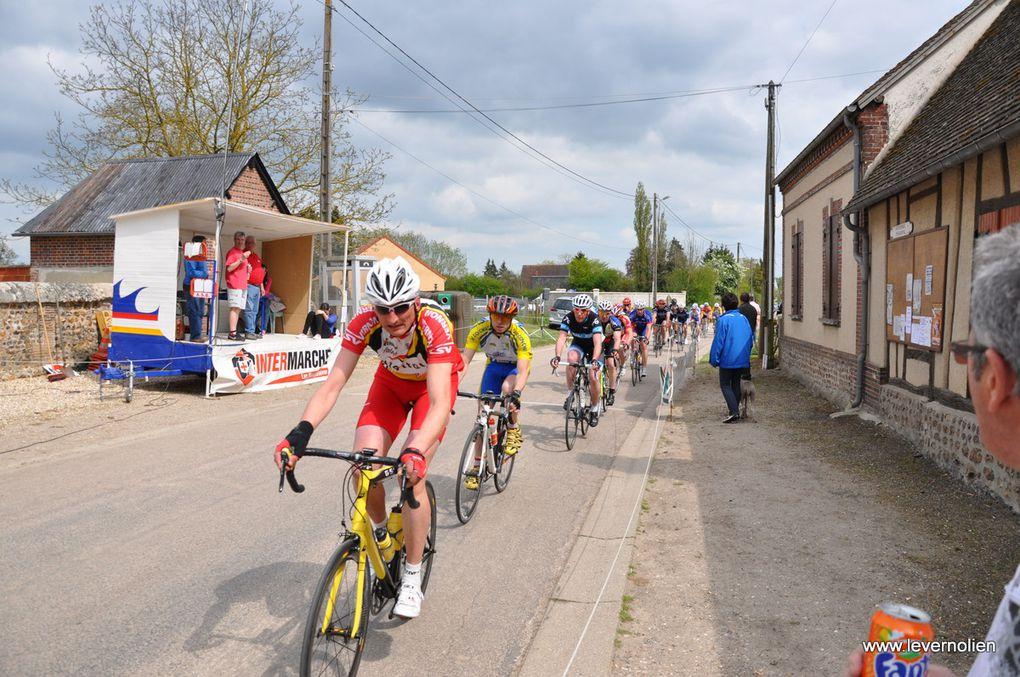 Course Ufolep à Guernanville le 5 mai 2013. arrivée des 3ème cat et course des 1et 2