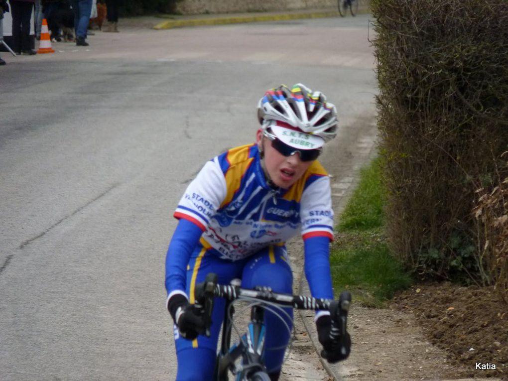 L'école de cyclisme du stade vernolien à Douains
