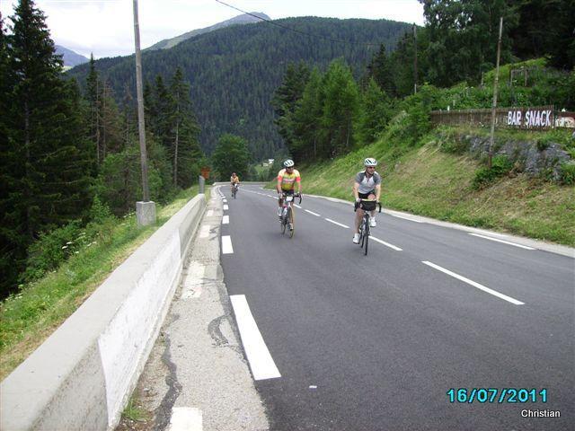 Participation du VCV au Brevet Alpin Cyclotouriste les 16 et 17 Juillet 2011 avec la visite à La Roche de Solutré au retour
