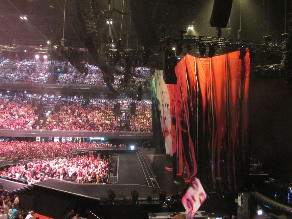 Photos by Ultimate Concert Experience from Ziggo Dome in Amsterdam, Netherlands - July 07, 2012.