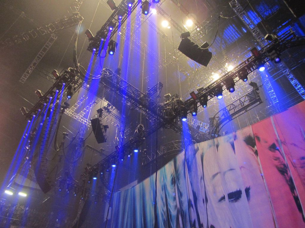 Photos by Ultimate Concert Experience from LANXESS Arena in Cologne, Germany - July 10, 2012.Special thanks to Dirk.