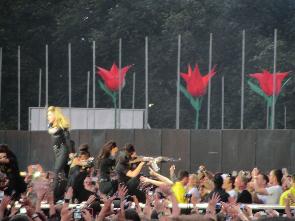 Photos by Ultimate Concert Experience from Hyde Park in London, UK - July 17, 2012.