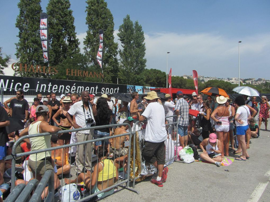 Photos by Ultimate Concert Experience from first row at Stade Charles Ehrmann in Nice, France - August 21, 2012. Including soundcheck, LMFAO, Billionaire Club, magazine and newspapers.Special thanks to Dirk.